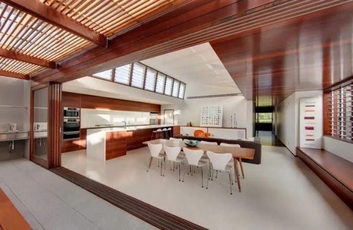 Cửa sổ nhôm kính lá lách tại phòng ăn sẽ giúp không gian thoáng đãng hơn