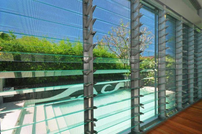 Cửa sổ nhôm kính chớp lật có khả năng chịu lực cao hơn so với gỗ