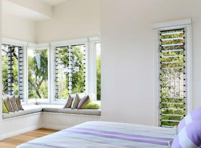 Cửa sổ nhôm kính chớp lật giúp căn phòng trở nên thoáng hơn