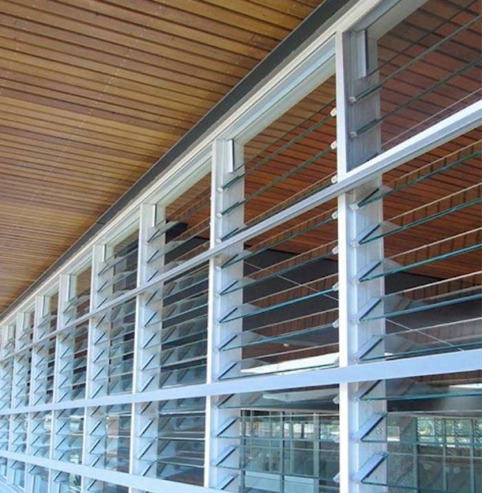 Hệ thống các cửa sổ chớp lật cực lớn