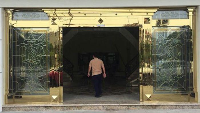 Cửa kính khung inox mạ vàng mở trượt mẫu 2
