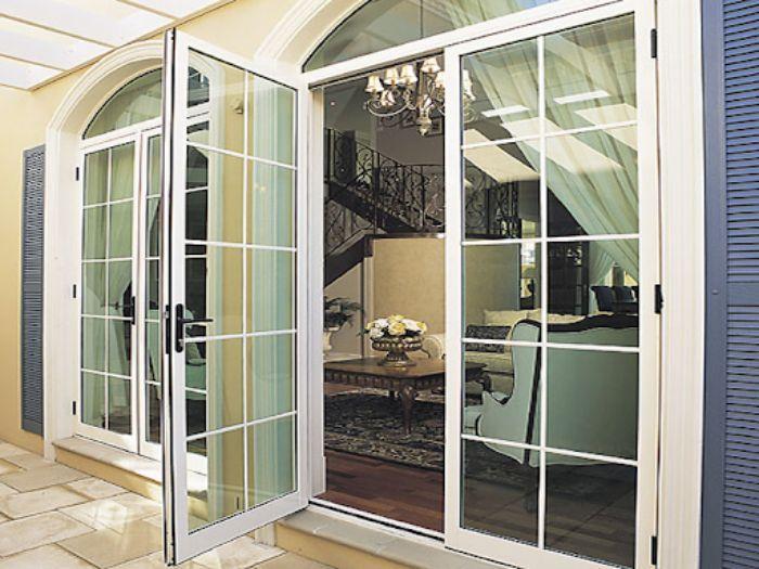 Cửa nhôm kính 2 cánh cho phòng khách đẹp nhất 2021 mẫu 2