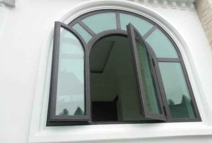 Cửa nhôm kính uốn vòm mẫu 1