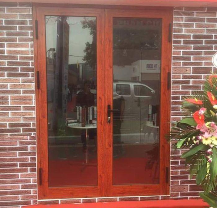 Cửa nhôm Xingfa vân gỗ 2 cánh mẫu 5