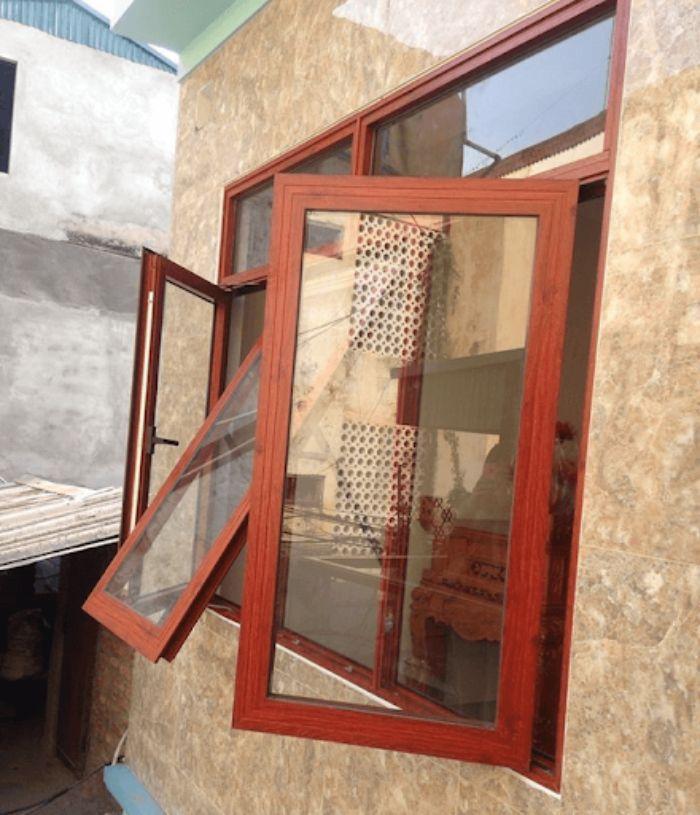 Cửa mở quay nhôm Xingfa vân gỗ mẫu 1