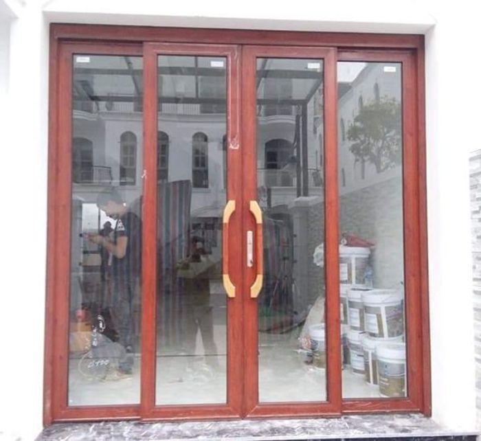 Cửa mở quay nhôm Xingfa vân gỗ mẫu 2