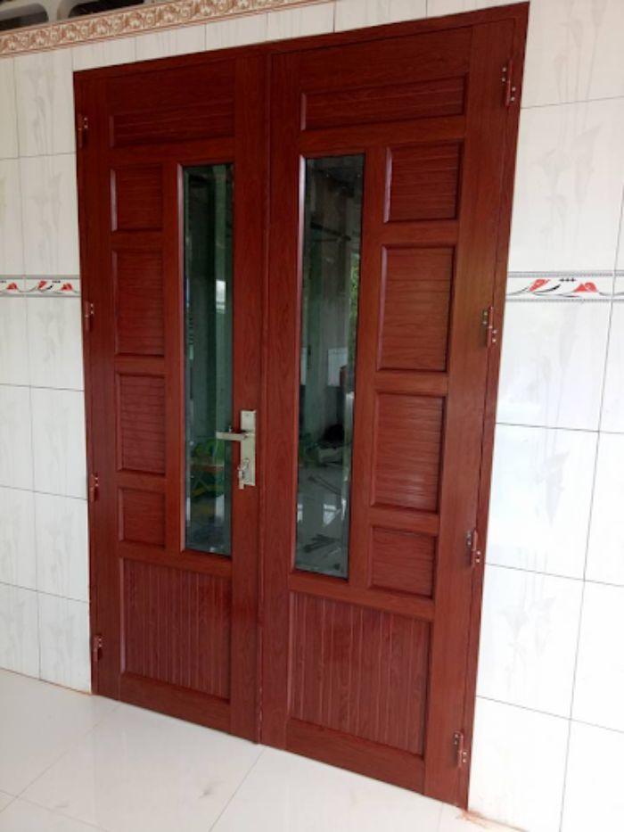 Cửa nhôm Xingfa phòng ngủ vân gỗ mẫu 2