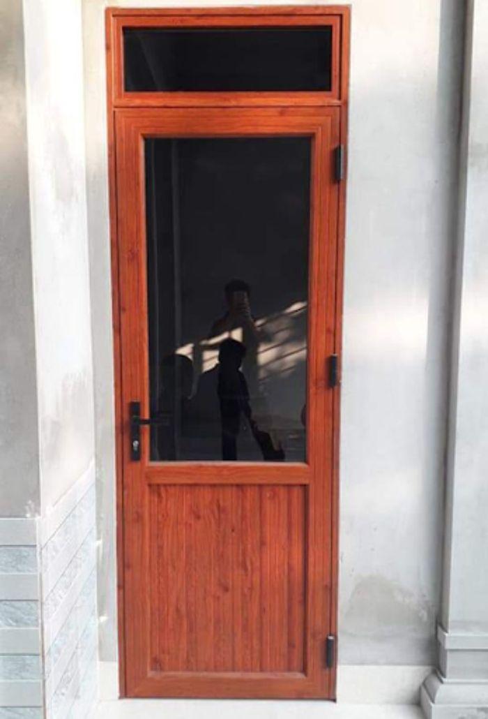 Cửa nhôm Xingfa vân gỗ 1 cánh mẫu 2