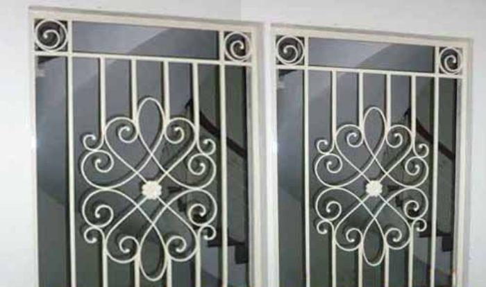 Sen hoa cửa sổ inox được thiết kế rất đẹp mắt