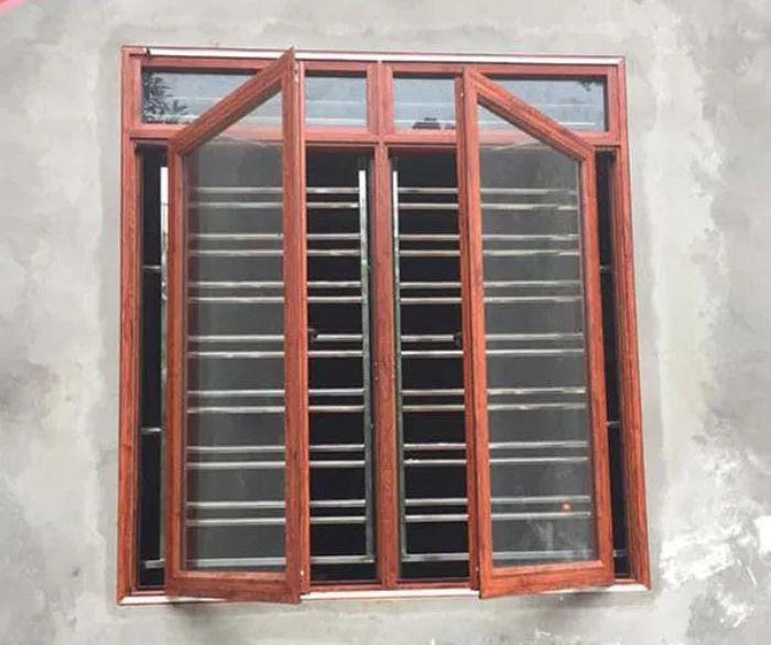 Cửa sổ inox 2 cánh kết hợp cùng gỗ và kính trong