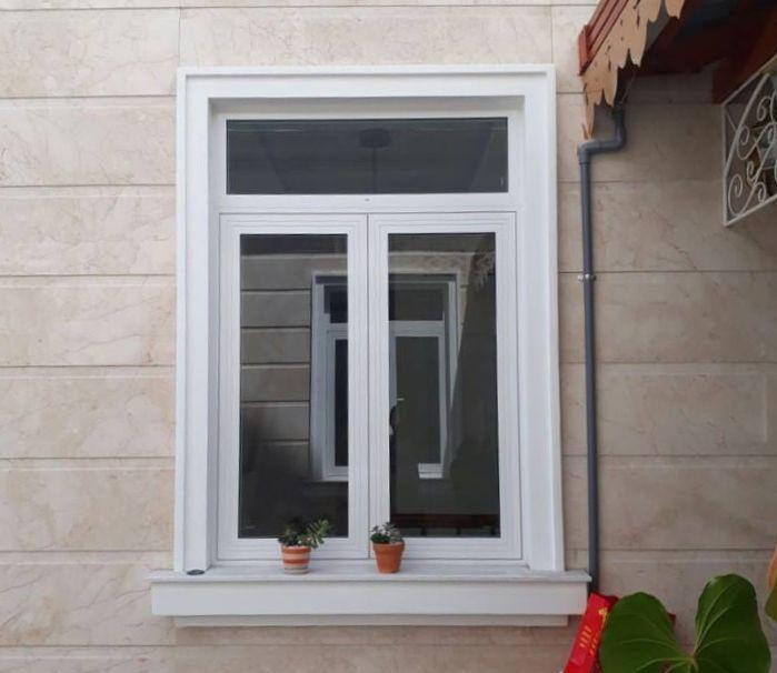 Cửa sổ nhôm kính mở quay 2 cánh màu trắng