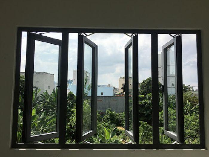 Cửa sổ nhôm kính mở quay 4 cánh mở quay màu đen