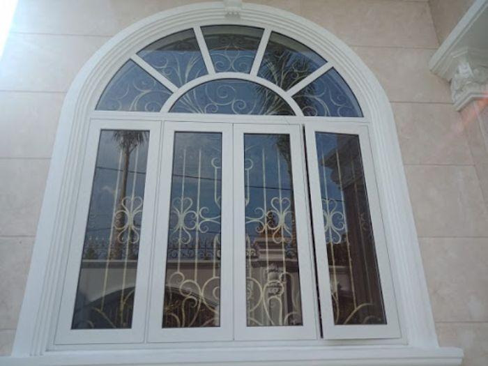 Cửa sổ nhôm kính mở quay mái vòm 4 cánh màu trắng