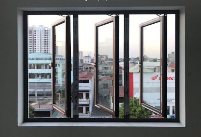 Cửa sổ nhôm kính mở quay màu đen có 1 cánh