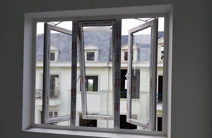 Cửa sổ nhôm kính mở quay 1 cánh màu trắng kết hợp với loại mở lật