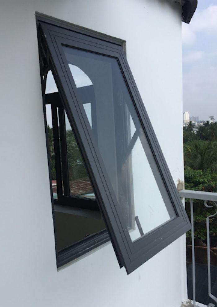 Mẫu cửa sổ nhôm kính 1 cánh màu đen mở hất