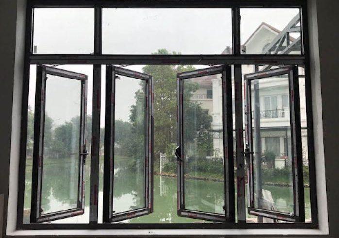 Mẫu cửa sổ nhôm kính 4 cánh mở quay màu đen