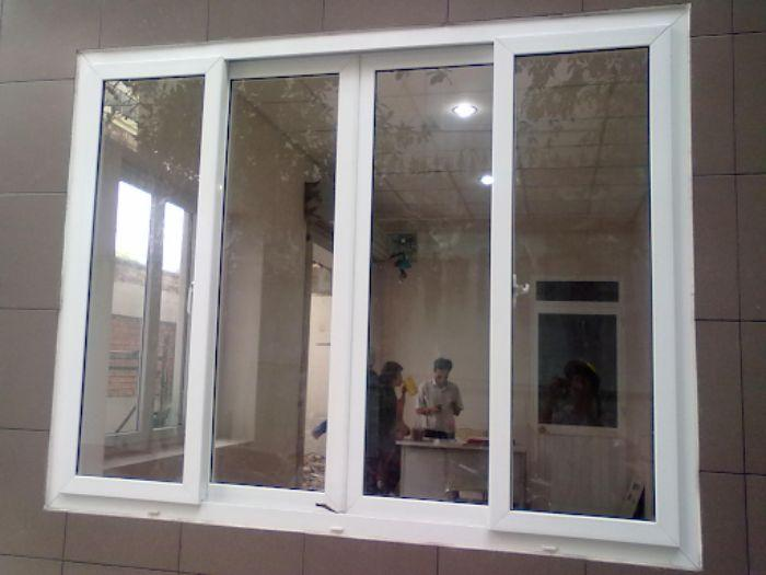 Mẫu cửa sổ nhôm kính 4 cánh trượt lùa màu trắng