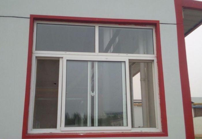Mẫu cửa sổ nhôm kính 3 cánh trượt lùa màu trắng