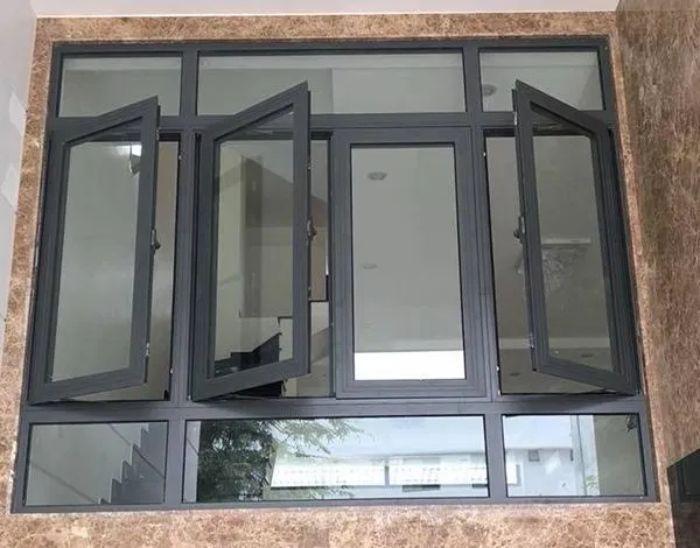 Mẫu cửa sổ nhôm kính 4 cánh màu đen mở sang ngang