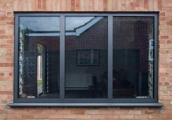 Mẫu cửa sổ nhôm kính 3 cánh mở trượt màu đen