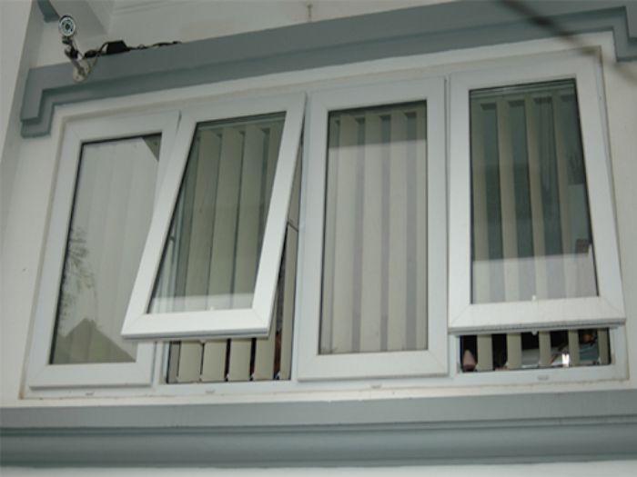 Mẫu cửa sổ nhôm kính Xingfa 4 cánh màu trắng mở hất