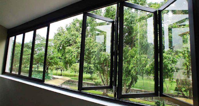 Mẫu cửa sổ nhôm kính Xingfa xếp trượt 8 cánh màu đen