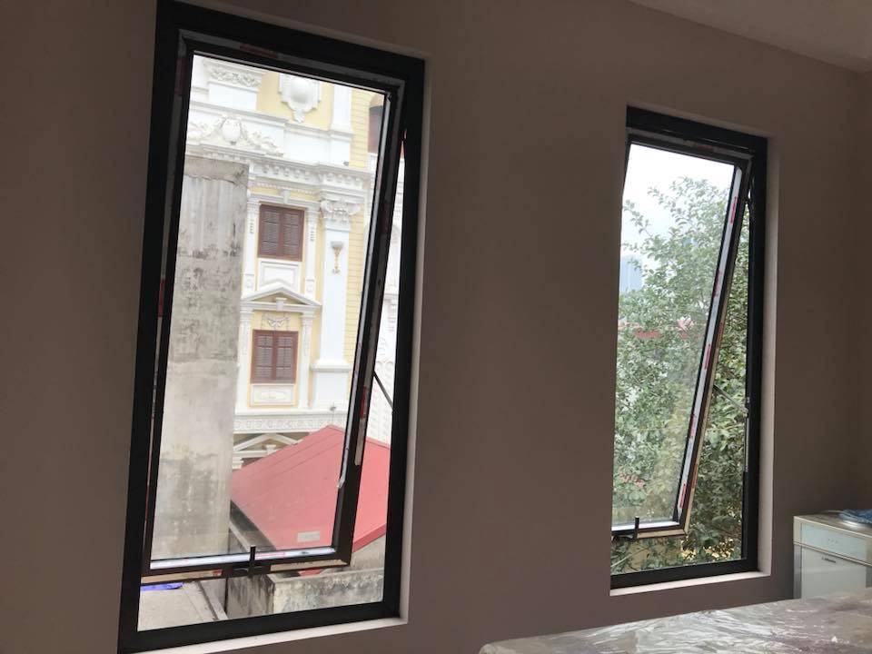Mẫu cửa sổ nhôm kính mở hất - 3