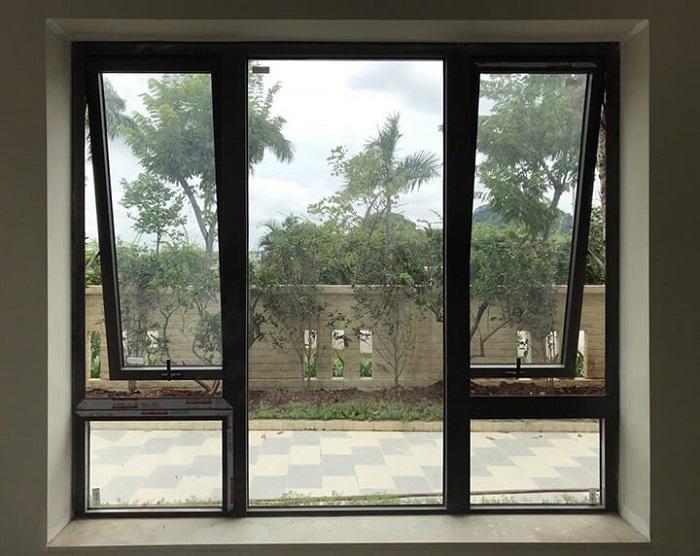 Mẫu cửa sổ nhôm kính mở hất - 8
