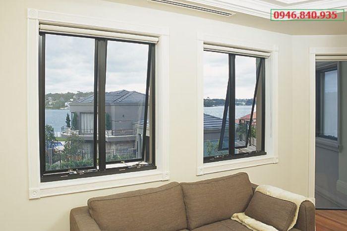 Mẫu cửa sổ nhôm kính mở hất đẹp 2 cánh màu đen