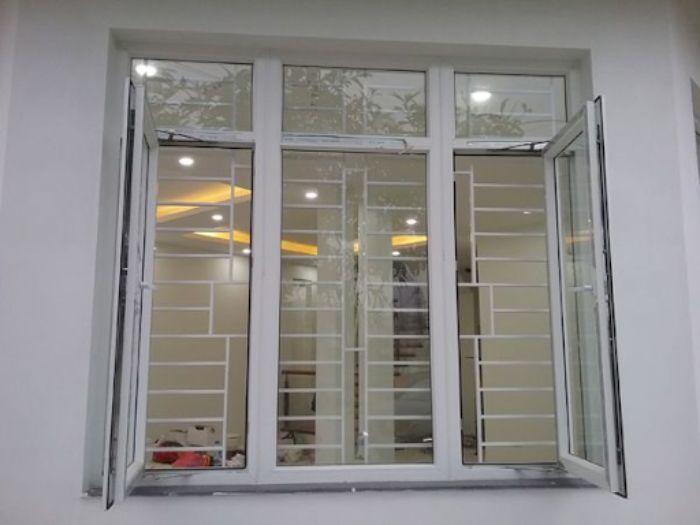 Cửa sổ nhôm kính 3 cánh màu trắng mở sang ngang