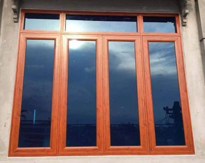 Mẫu cửa sổ nhôm kính vân gỗ 4 cánh