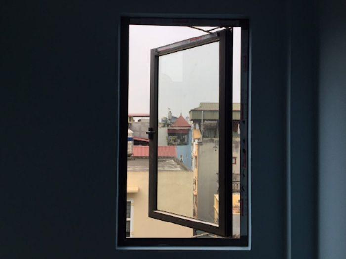 Mẫu cửa sổ nhôm kính 1 cánh màu đen mở sang ngang