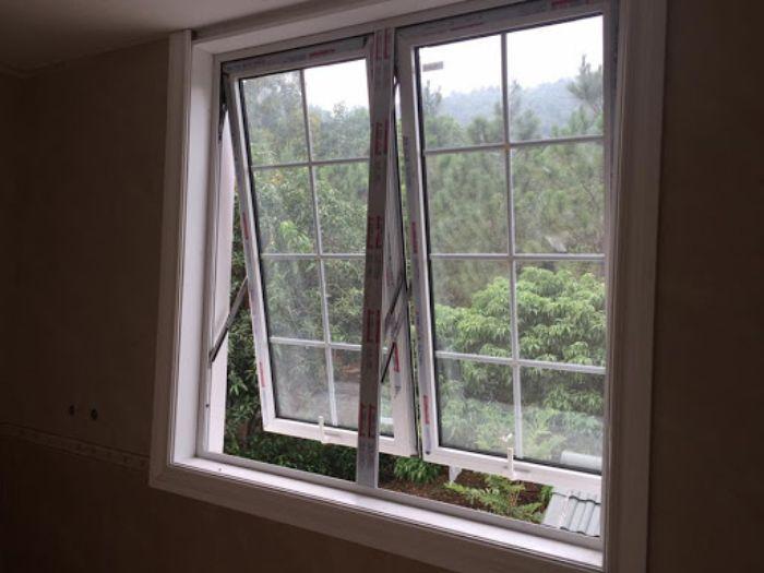 Mẫu cửa sổ nhôm kính mở lật 2 cánh màu trắng