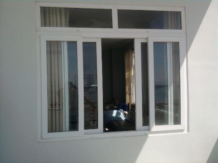 Cửa sổ nhôm kính sơn tĩnh điện màu trắng 4 cánh mở dạng trượt