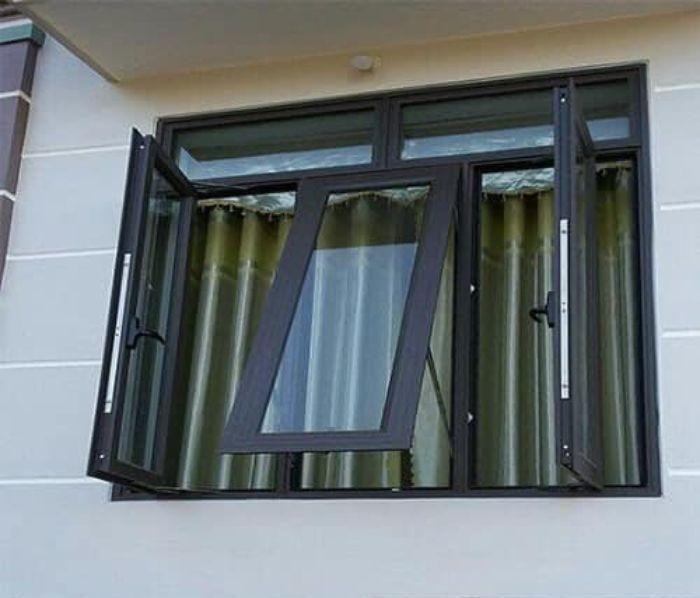 Cửa sổ nhôm kính sơn tĩnh điện màu đen 2 cánh mở quay kết hợp mở hất