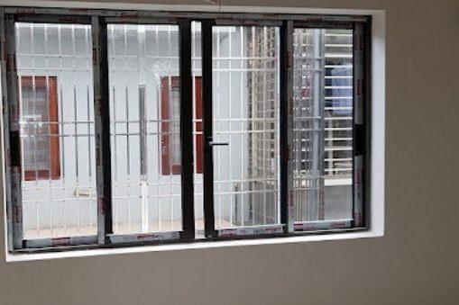 Cửa sổ nhôm kính sơn tĩnh điện màu đen 4 cánh mở dạng trượt
