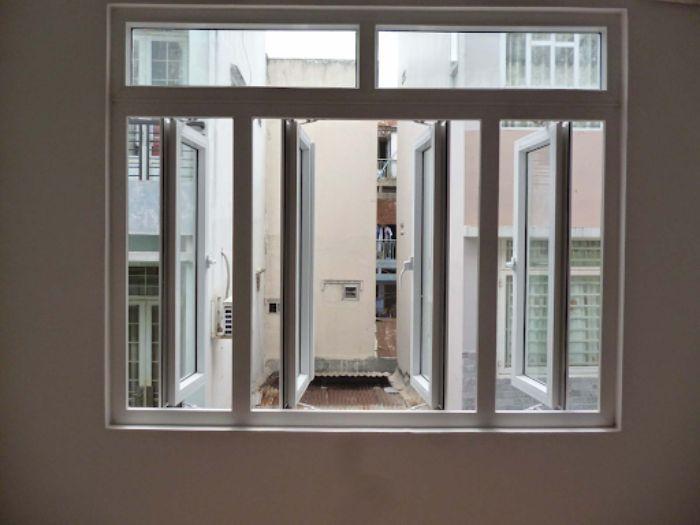 Cửa sổ nhôm kính sơn tĩnh điện màu trắng 4 cánh mở dạng quay