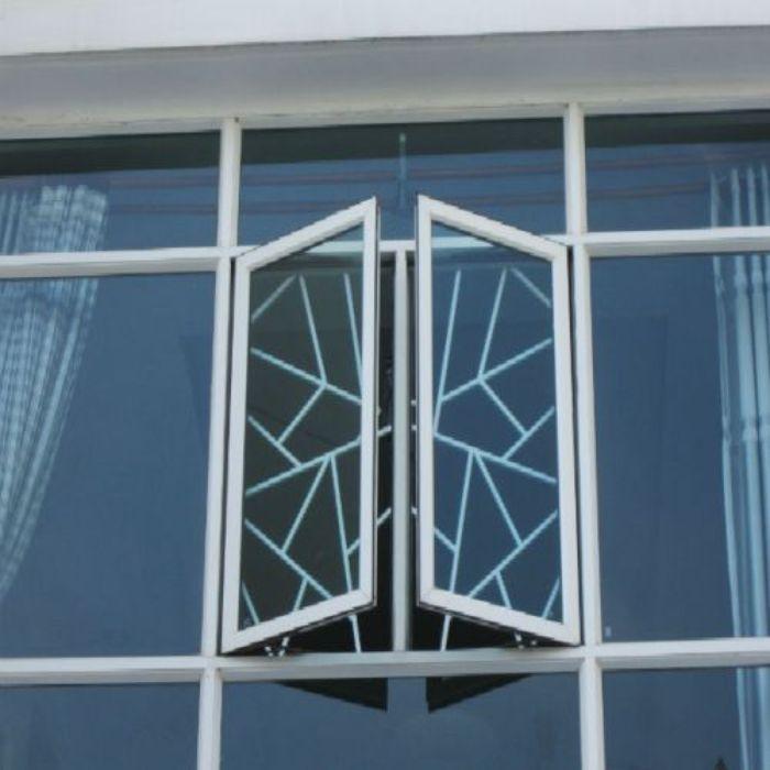 Cửa sổ sắt 2 cánh màu đen sơn tĩnh điện