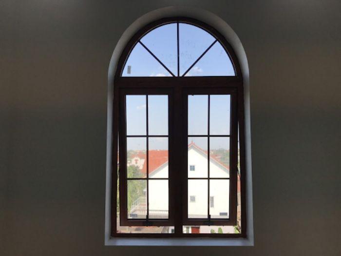 Cửa sổ sắt 2 cánh mở hất mái vòm chia ô