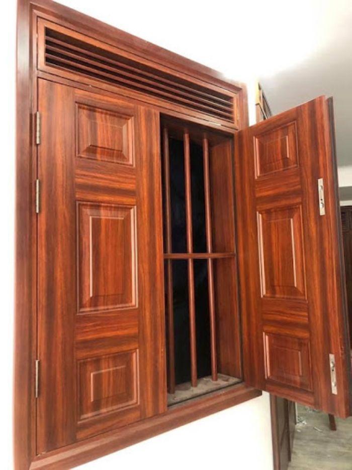 Cửa sổ sắt 2 cánh giả gỗ đóng mở dạng quay
