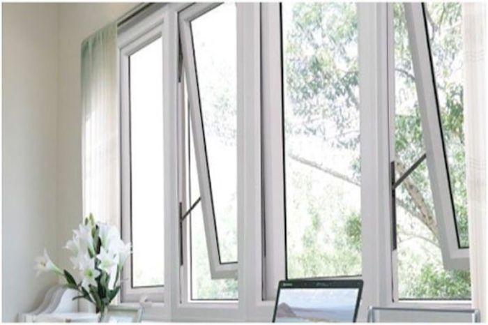 Cửa sổ sắt kính màu trắng 4 cánh mở hất cho nhà ống