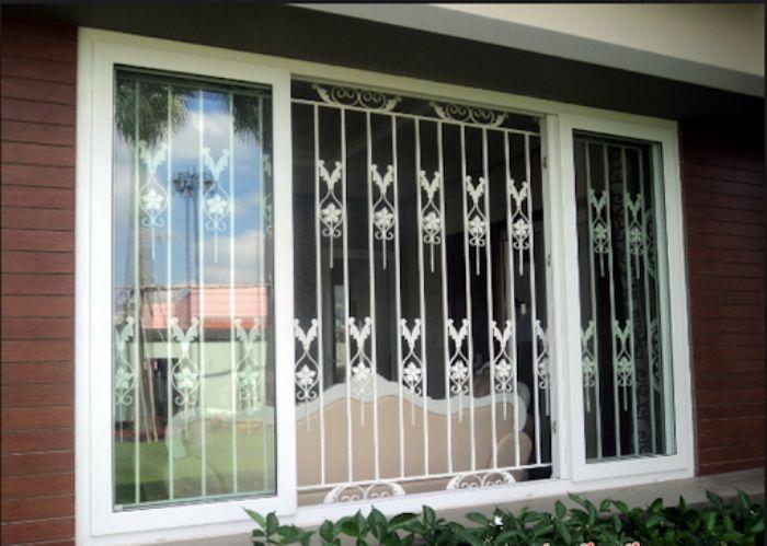 Cửa sổ sắt kính 4 cánh chia ô màu trắng mở quay