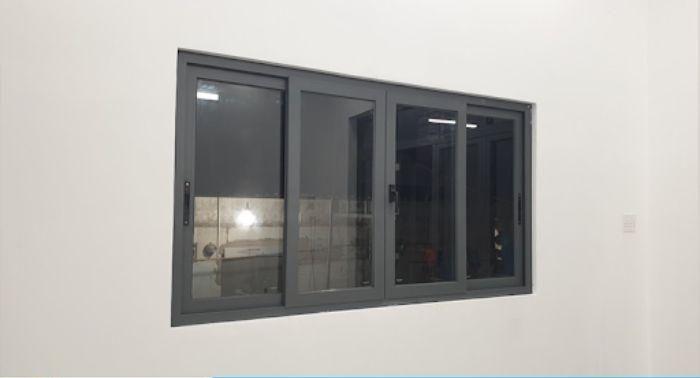 Cửa sổ sắt 4 cánh kính màu đen tránh nhìn trộm từ ngoài vào
