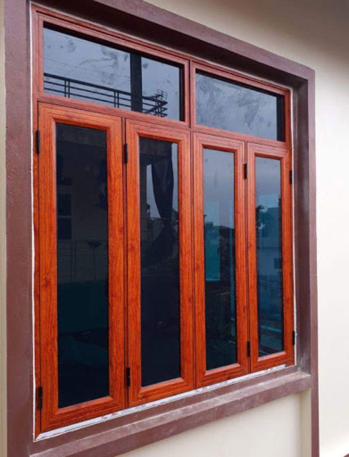 Cửa sổ sắt kính 4 cánh màu giúp tránh ánh nắng