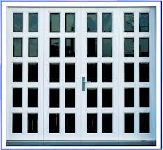 Cửa sổ sắt kính 4 cánh chia ô màu trắng vô cùng sang trọng
