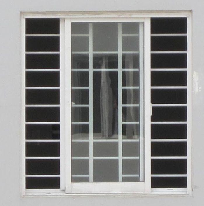 Cửa sổ sắt mở trượt 2 cánh màu trắng