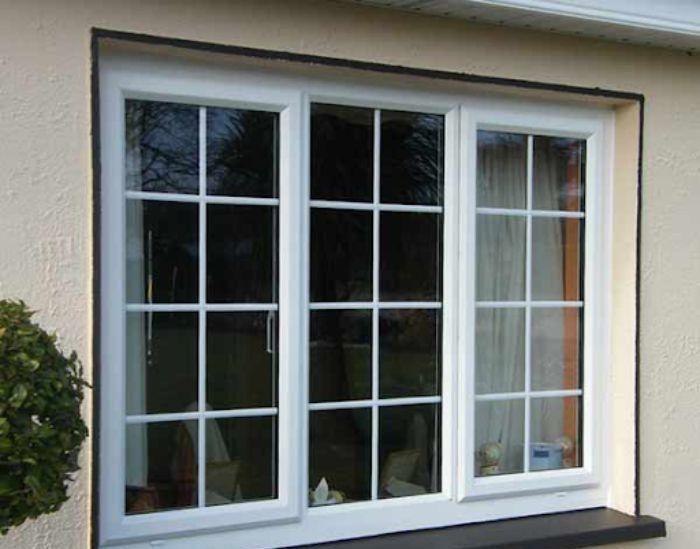 Cửa sổ sắt kính lùa 3 cánh màu trắng chia ô hình chữ nhật