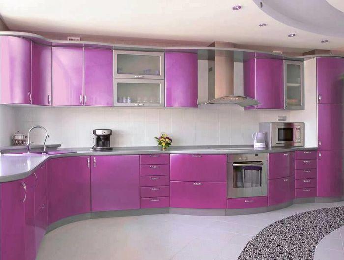 Tủ nhôm kính chữ L có màu tím vô cùng bắt mắt và nổi bật cho không gian bếp
