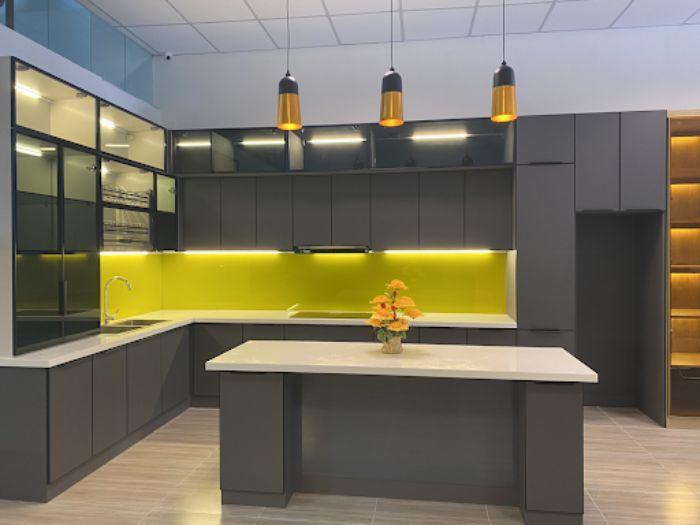 Tủ bếp nhôm kính màu đen nhám sang trọng và tinh tế